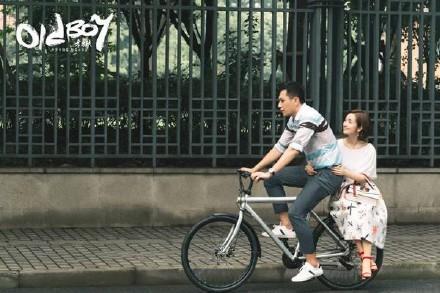 林依晨與劉燁騎單車遊街,浪漫度破表。