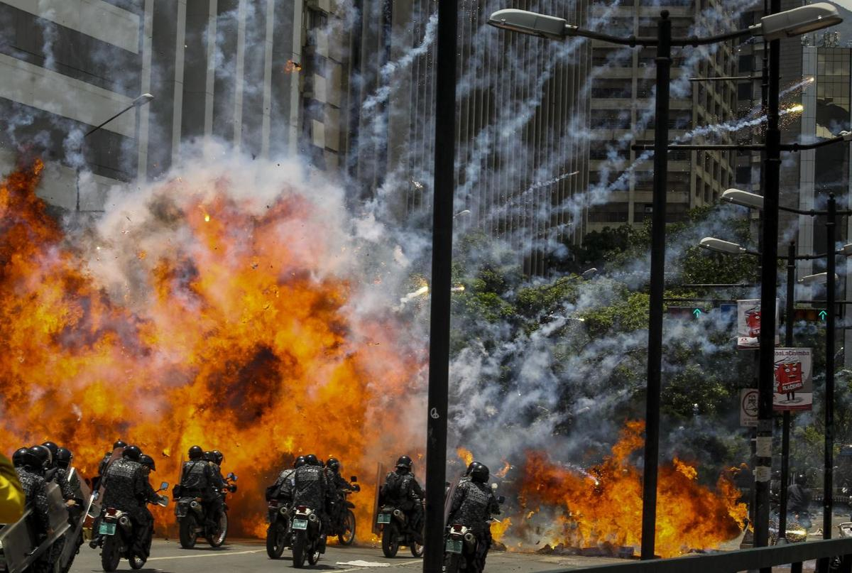 7月30日制憲大會代表投票開始後,加拉卡斯發生爆炸案,數名警察受傷。