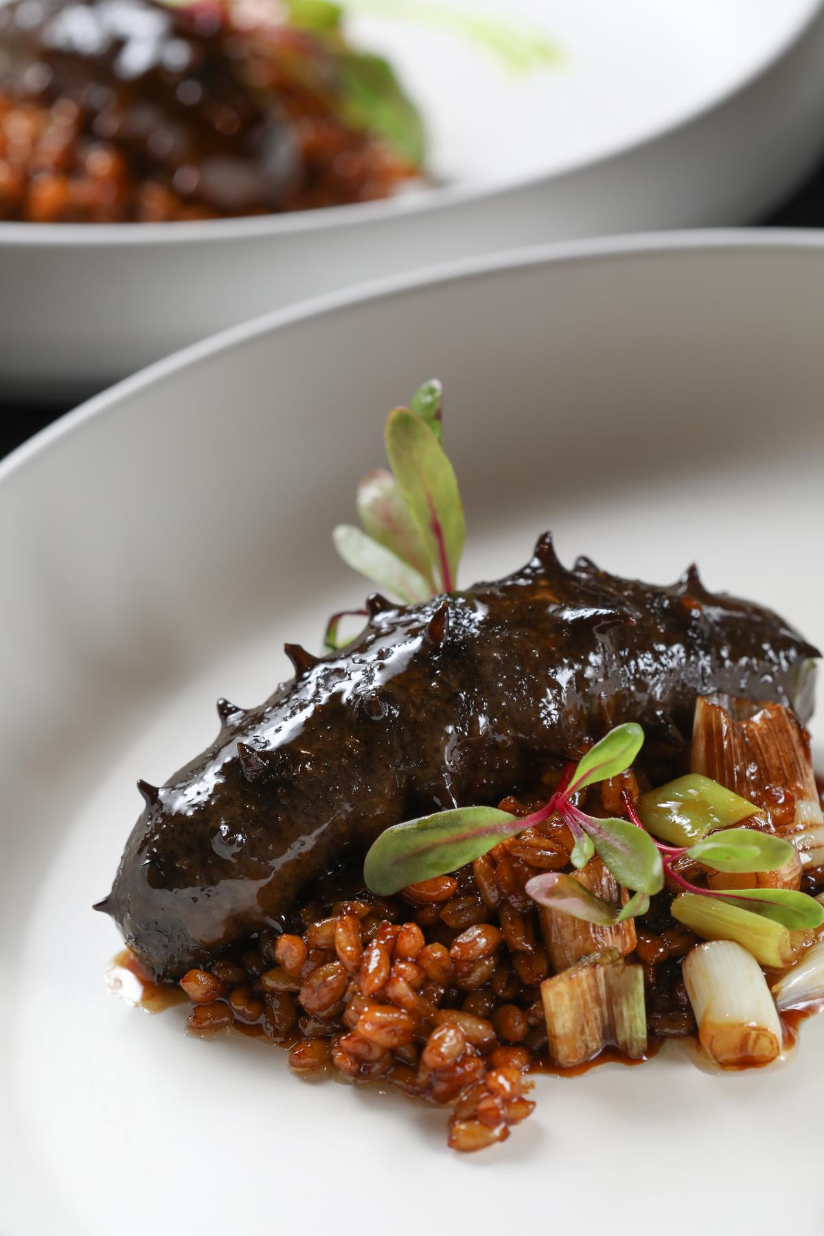 「新麥京蔥燒海參」的海參發得極好,煨得入味,非常可口。(人民幣198元/位,約NT$890)