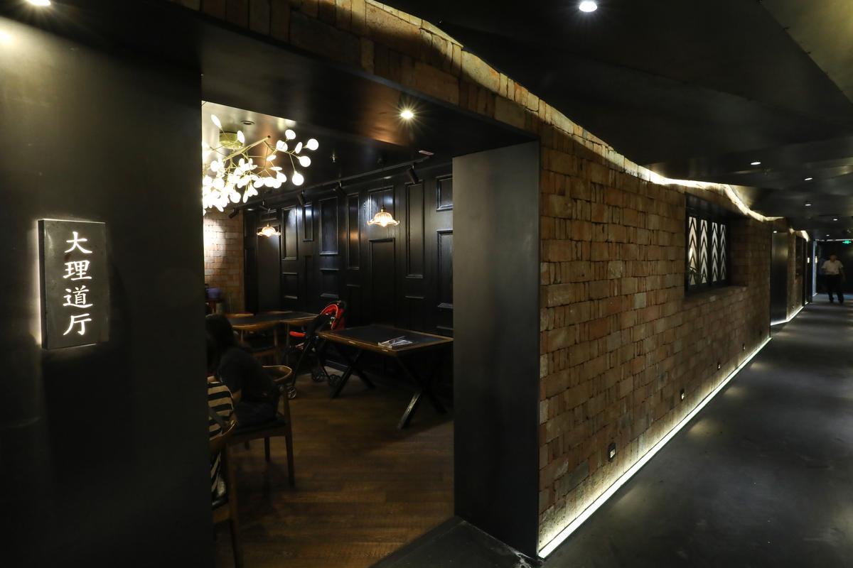 分隔成一個個小廳的用餐空間,以天津地名命名。