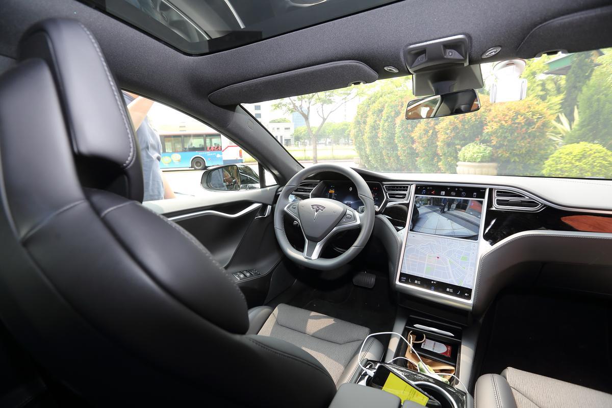 據0Taxi車隊介紹,Model S在台定價近台幣300萬元,車資將採「計時制」,1分鐘將少於20元,價格約為Uber尊榮版定價。