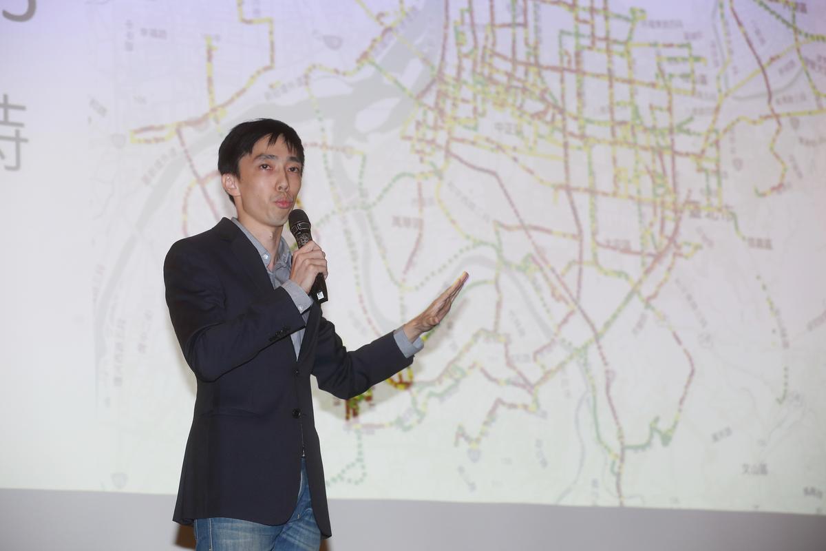台大環境工程所畢業的創辦人王日新,帶領一批7人左右、年約30出頭的新創團隊創業。