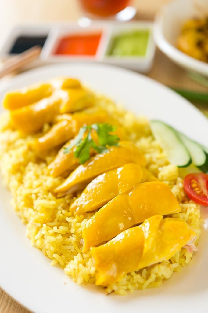 到瑞記吃雞飯可以指定雞肉部位,有人就偏愛雞腿肉的「海南雞腿飯」。(160元/份)