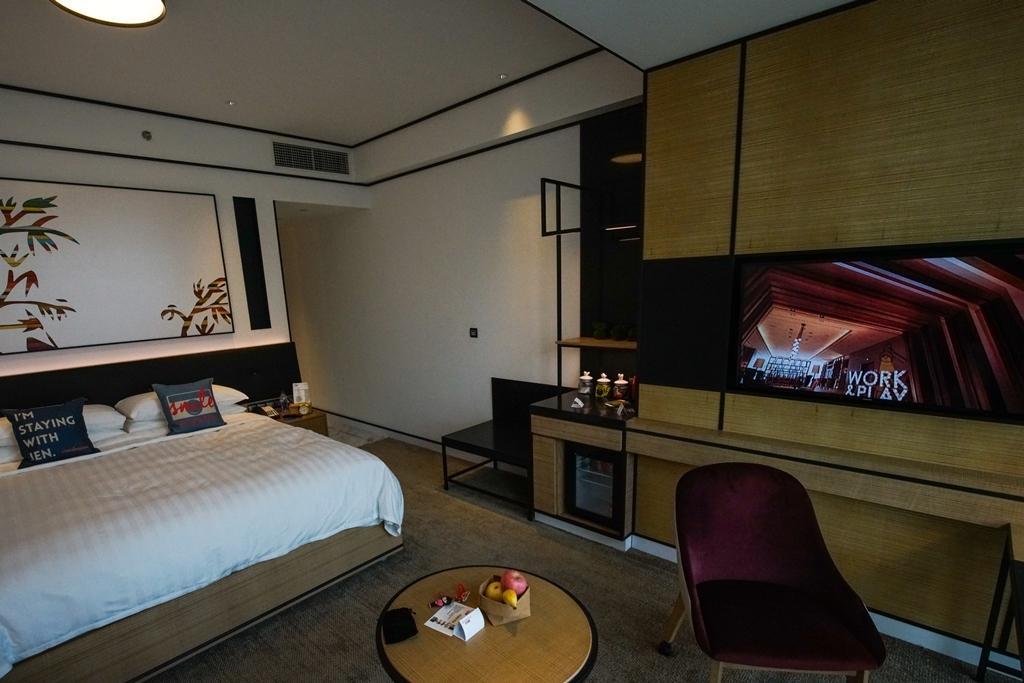 「豪華客房40」的空間簡潔明亮,頗有設計感。
