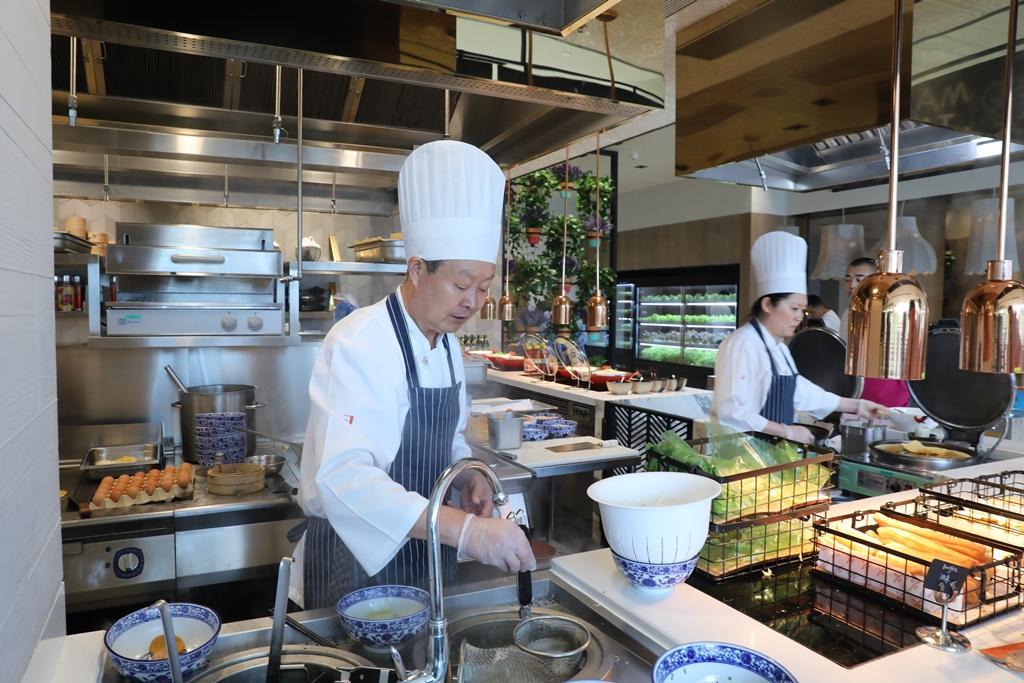 每天早晨,三五堂供應各種廚師現做麵點。