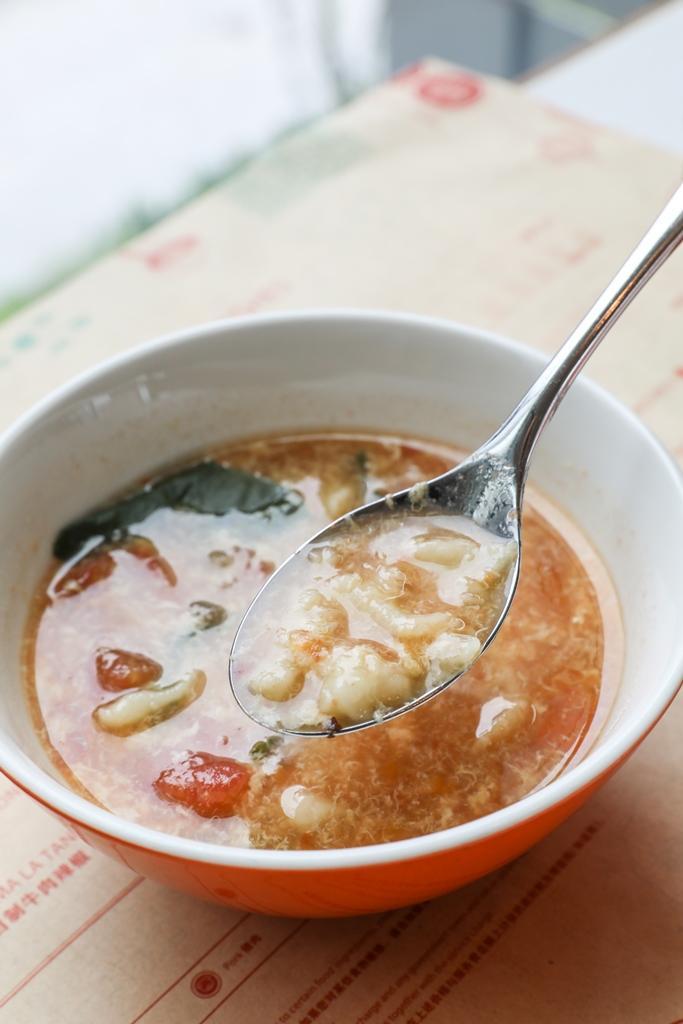 早餐必點「西紅柿疙瘩湯」,酸香開胃,一碗下去,人都醒了。