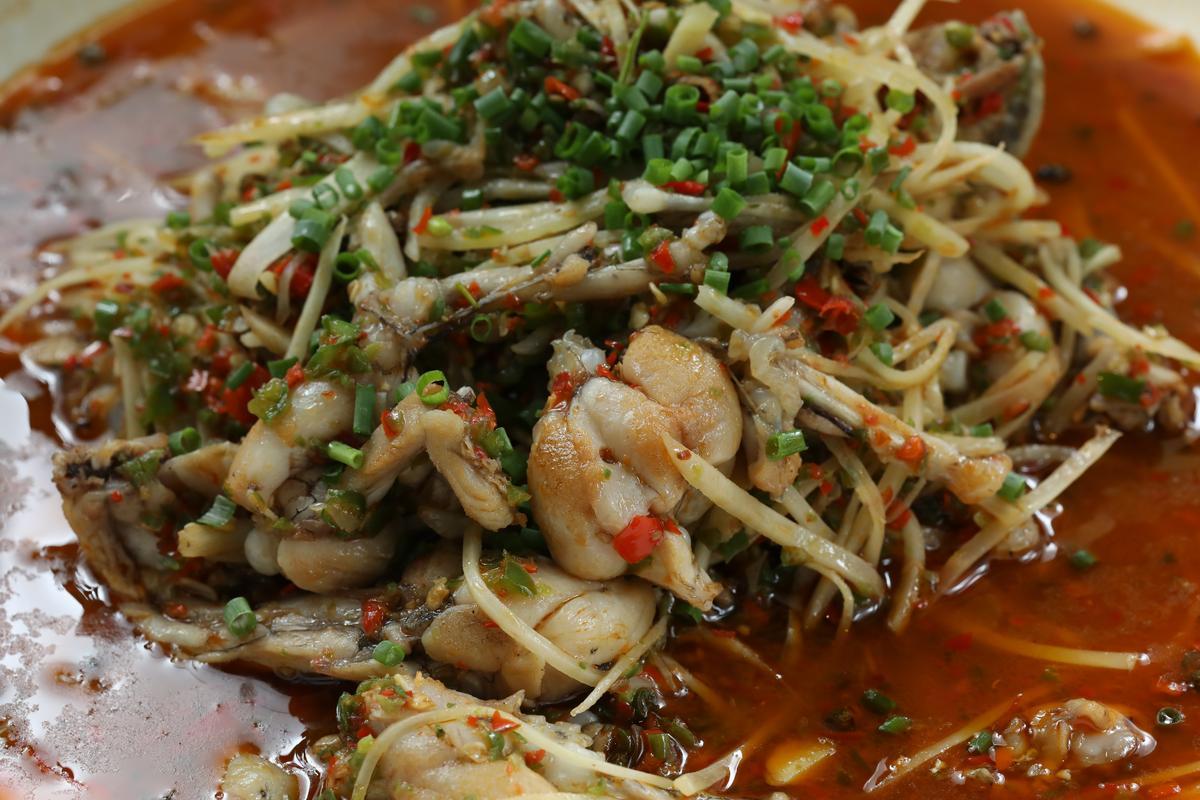 「仔薑跳蛙腿」吃的是仔薑的鮮辣,非常涮嘴。(人民幣118元/份,約NT$530)