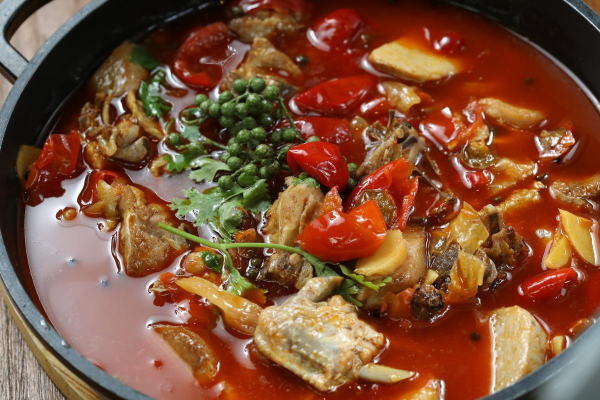 光看外表就知道,「芋兒雞」的辣度頗高。(人民幣108元/份,約NT$485)