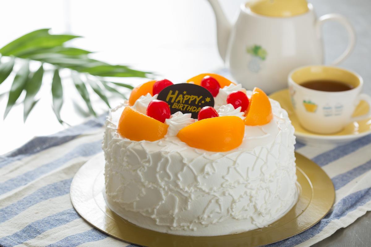 「鮮奶油水蜜桃蛋糕」外型樸實,是少了厚重奶油的小清新。(6吋530元/個)