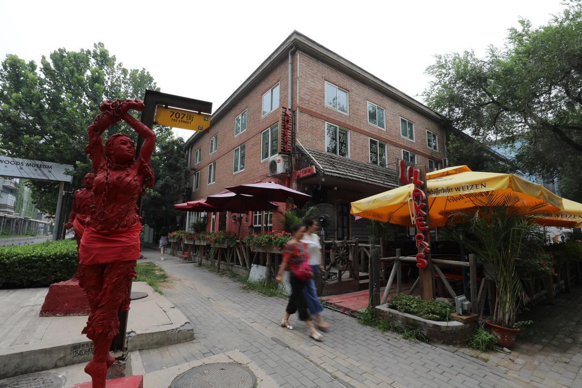 現在的798藝術區已不復當年黃沙滾滾的模樣,成了北京人週末走逛的地方。