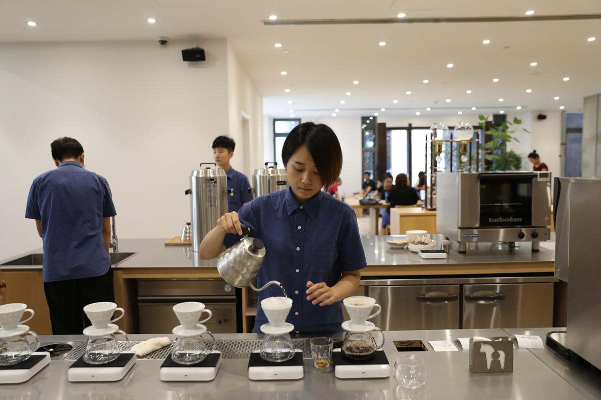 手沖咖啡是VOYAGE的一大特色。