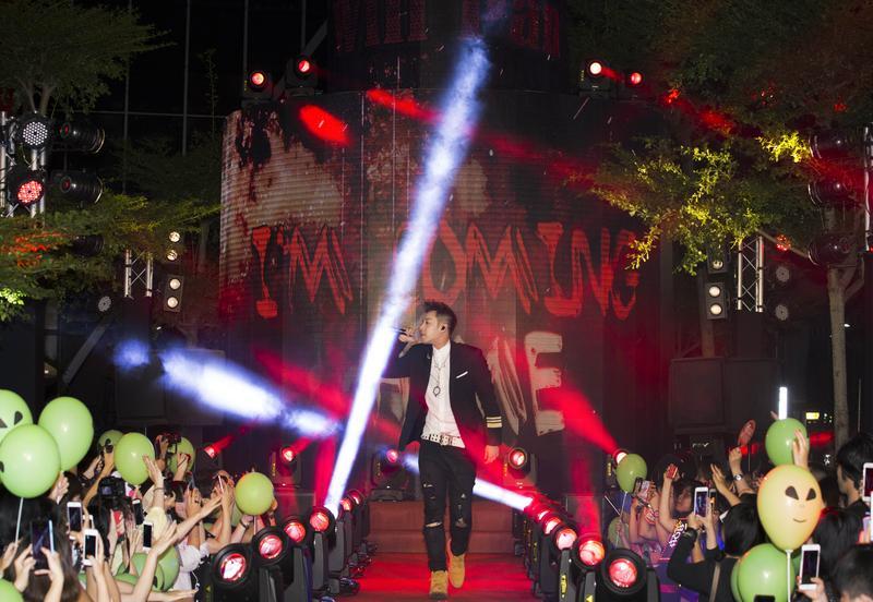 潘瑋柏為MV首映揭開序幕。