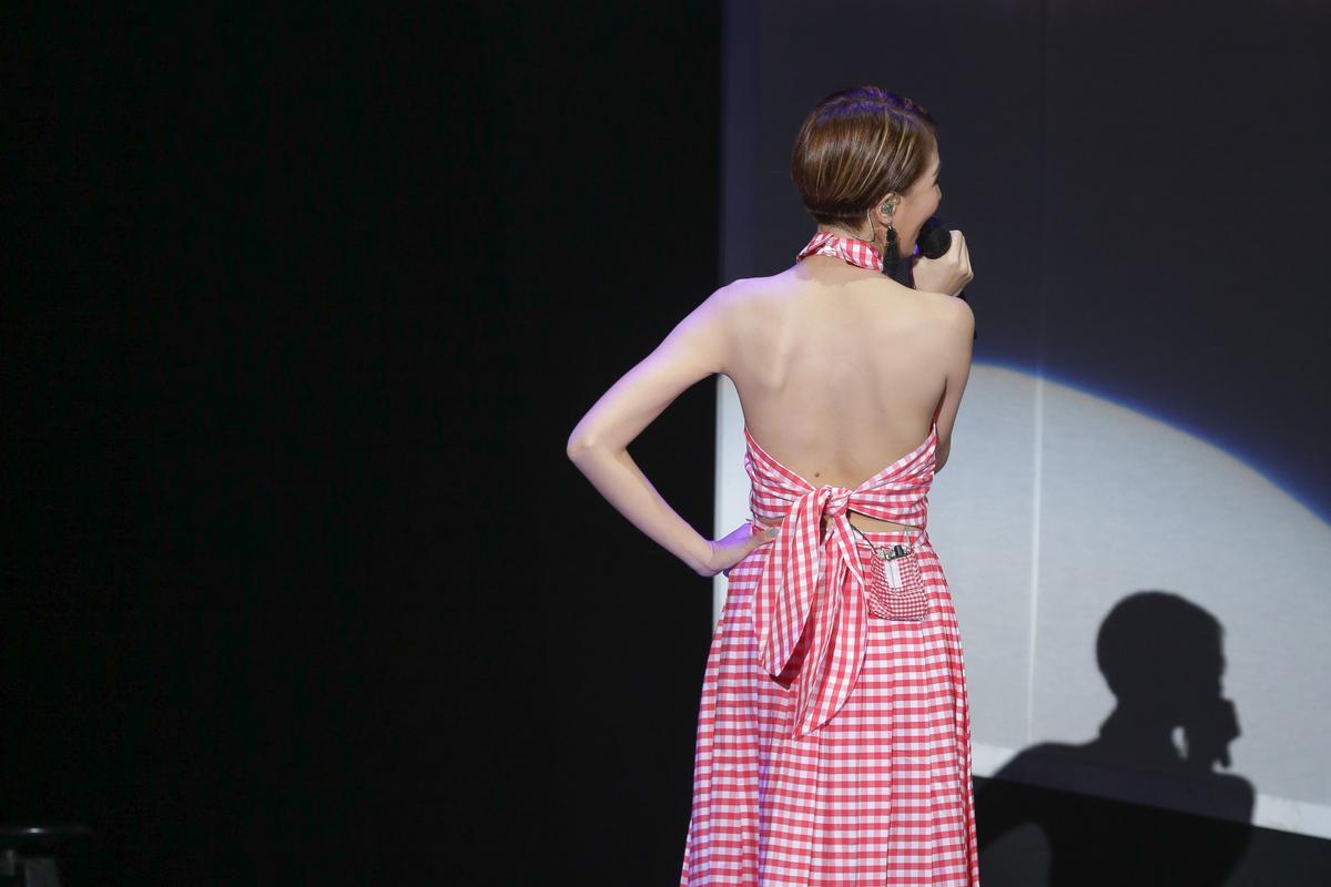 穿著露背禮服出場,曾沛慈特別大秀美背,但她說絕對不會穿梆。