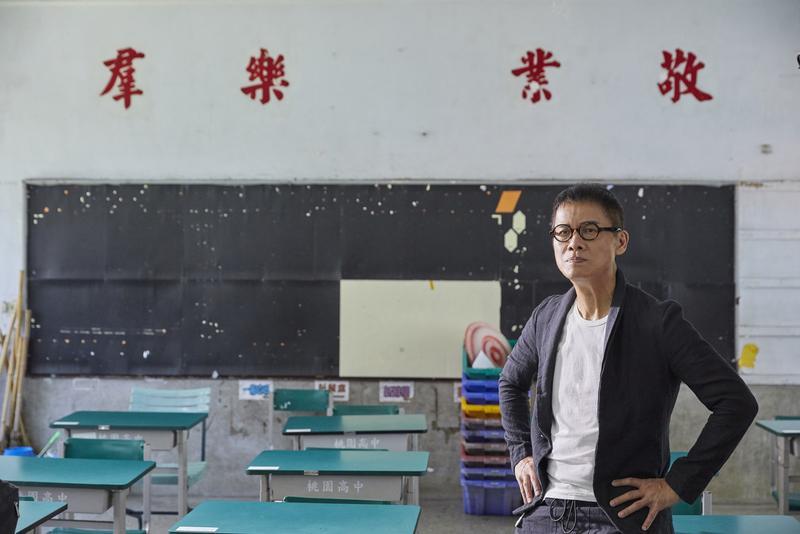 羅大佑透露新歌靈感是源自幾年前回母校中國醫藥學院校慶表演,當時的他見到很多學弟學妹,因此回台後便主動跟初中同學聯繫,之後相約每半年碰一次面。