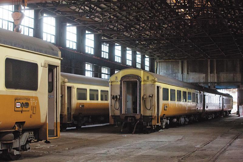 台鐵與地方仕紳協調後,決定從台北機廠搬1節EMU100至桃園,整修後將迎土地公安厝,成為全台唯一的車廂土地公廟。