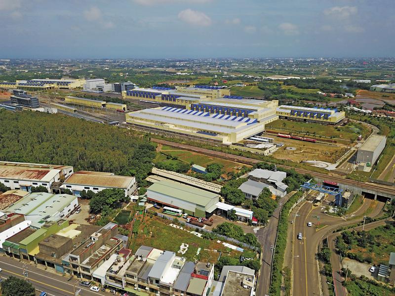 土地公車廂整修後,預計年底將放至富岡基地大門口內一旁空地上,面向整個廠區,當作鎮廠之寶。