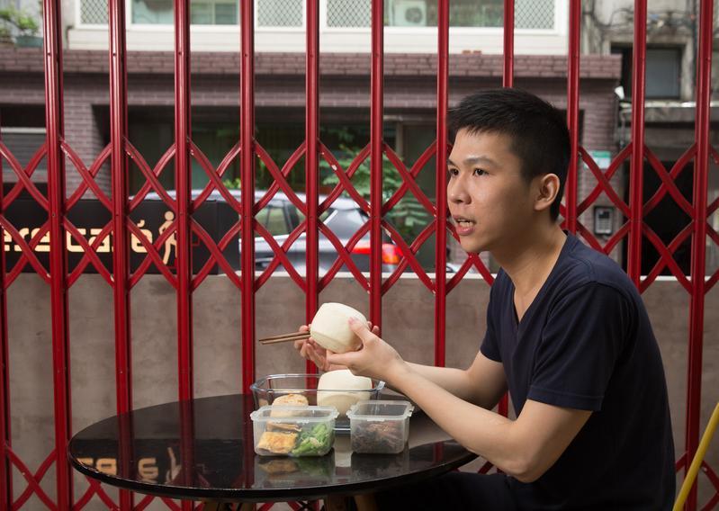 馮國瑄的老家在雲林西螺,但是他說已經10年沒跟爸爸講話,所有與家庭的快樂回憶都停格在小學四年級之前。