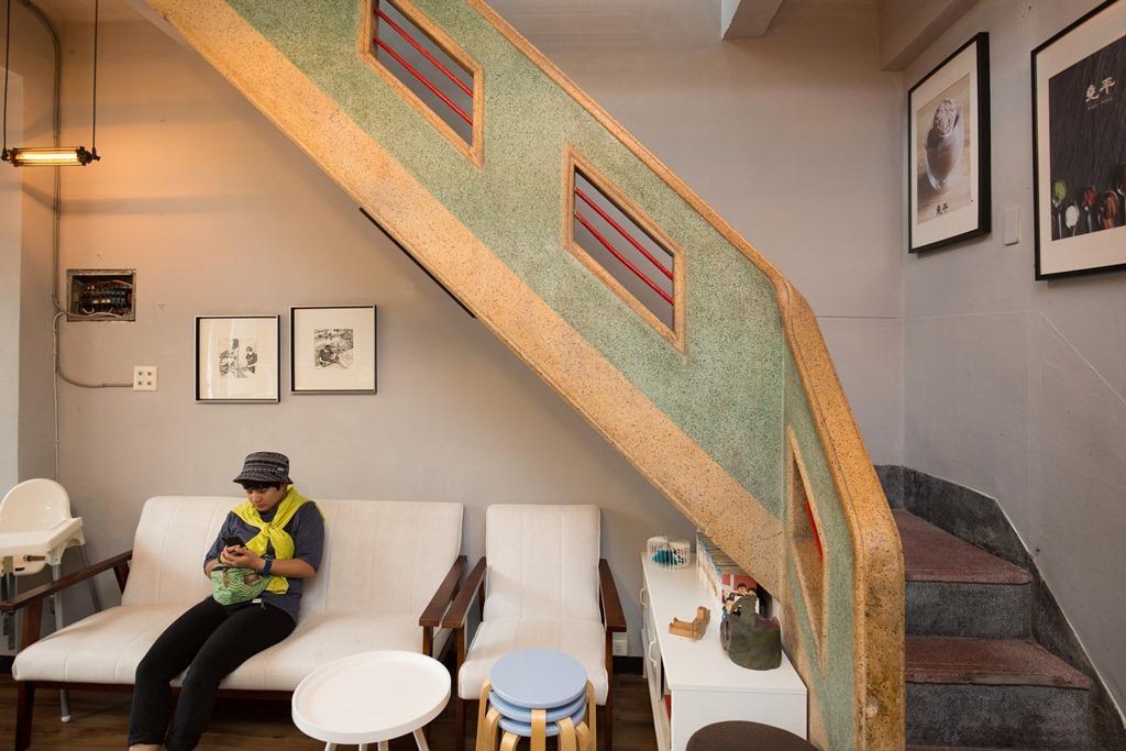 占據屋內空間的主樓梯,很有舊時況味。