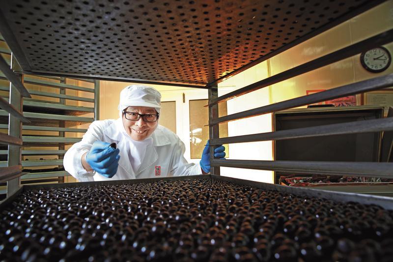 福記老闆王榮得將父祖輩留下的冷凍廠轉型,以鐵蛋重新出發,做成蛋品加工界的隱形冠軍。