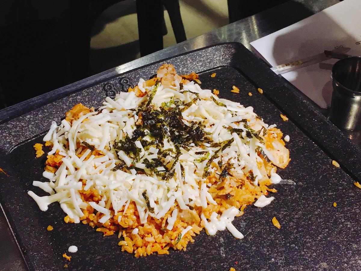 最後放上起司、海苔絲,熱熱吃很加分。