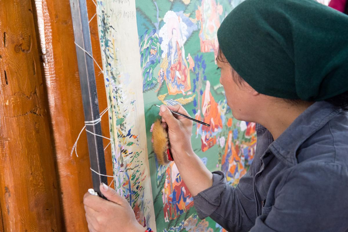 協會打破唐卡藝術傳女不傳男的陋習,開始有系統進行藝術傳承。