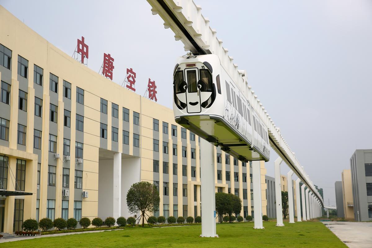 新能源懸掛空中列車,聽說未來可以協助紓緩成都交通,但還沒正式營運。