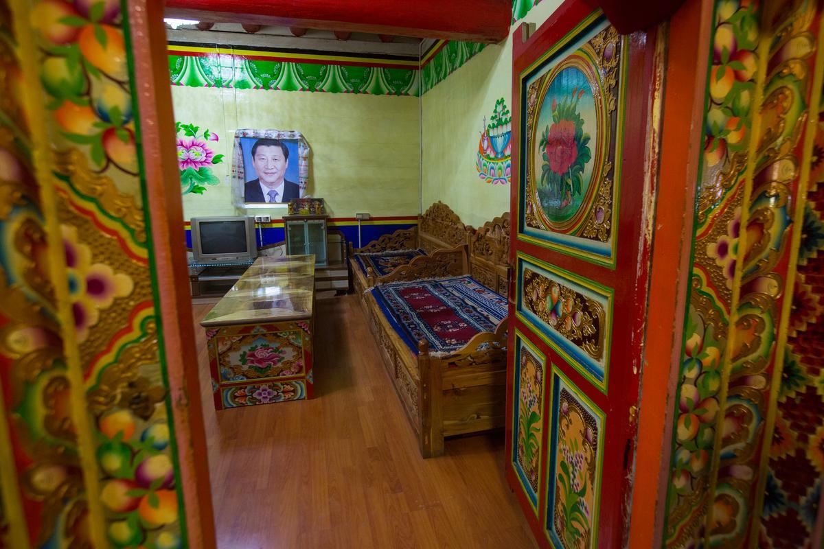 我們看到的藏族新居,甘孜道孚的一處民宿。