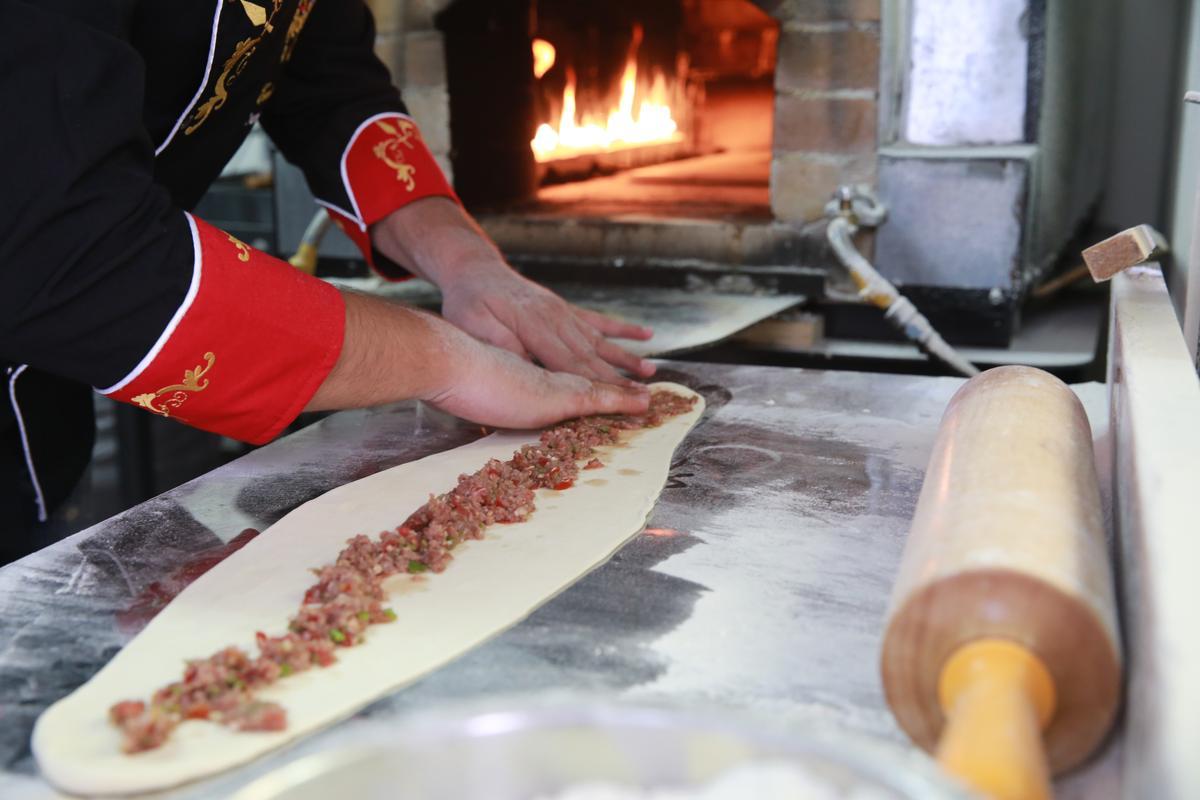 肉餡裡有牛肉、洋蔥、番茄和糯米椒,噴香惹味。