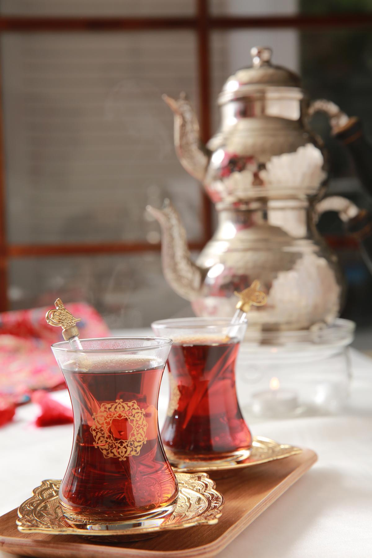 土耳其有一套獨特的喝紅茶文化。(120元/壺)
