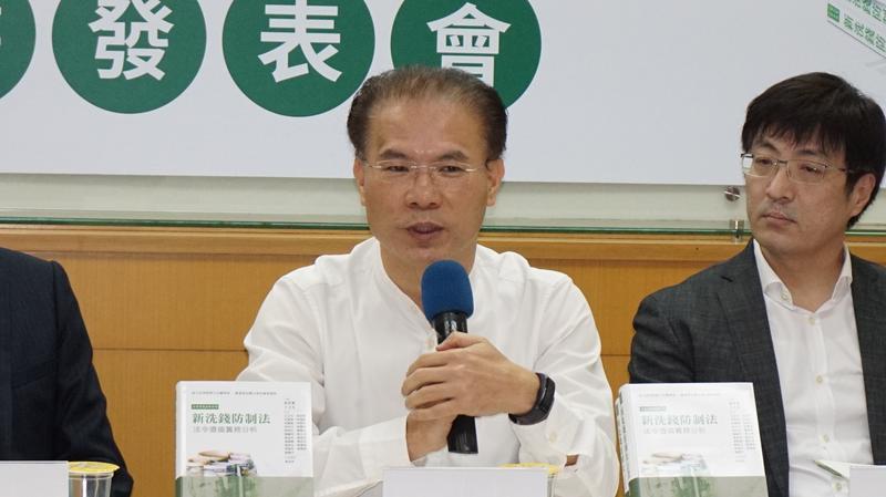 法務部綜規司副司長黃謀信主任檢察官指出,台灣在國際洗錢防制組織中,剛從加強觀察名單除名,強化洗錢防制,有助於台灣參與國際社會。