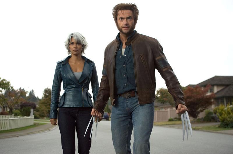 荷莉貝瑞飾演的暴風女(左),跟休傑克曼扮演的金剛狼一起奮戰了4集,原來他們曾有過一段情。