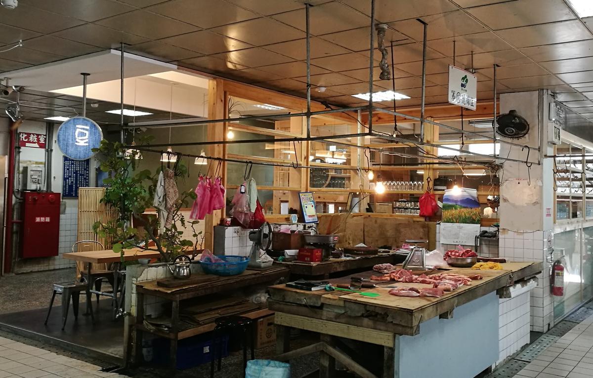 傳統的冬山市場,是在地人從早上買菜、到晚上吃宵夜的地方。