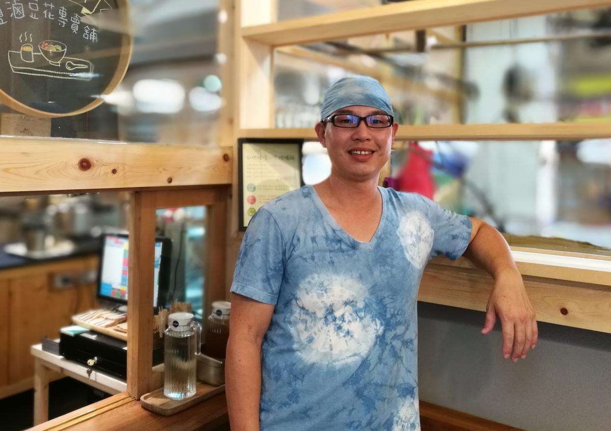 「飛魚食染」老闆賴祥語開店,希望能堅持健康與環保理念。
