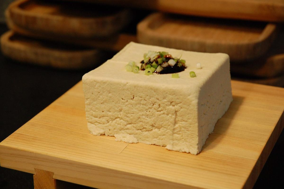 想吃鹽滷豆腐需要事先預訂。(50元/塊)(圖片提供:飛魚食染)