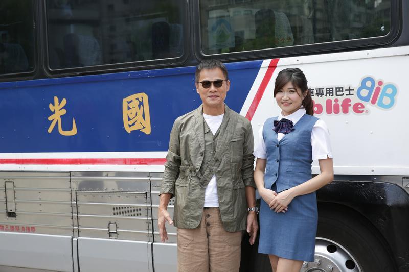 羅大佑從國光號上走下來,想起大學時趕夜車往來台北台中的時光。