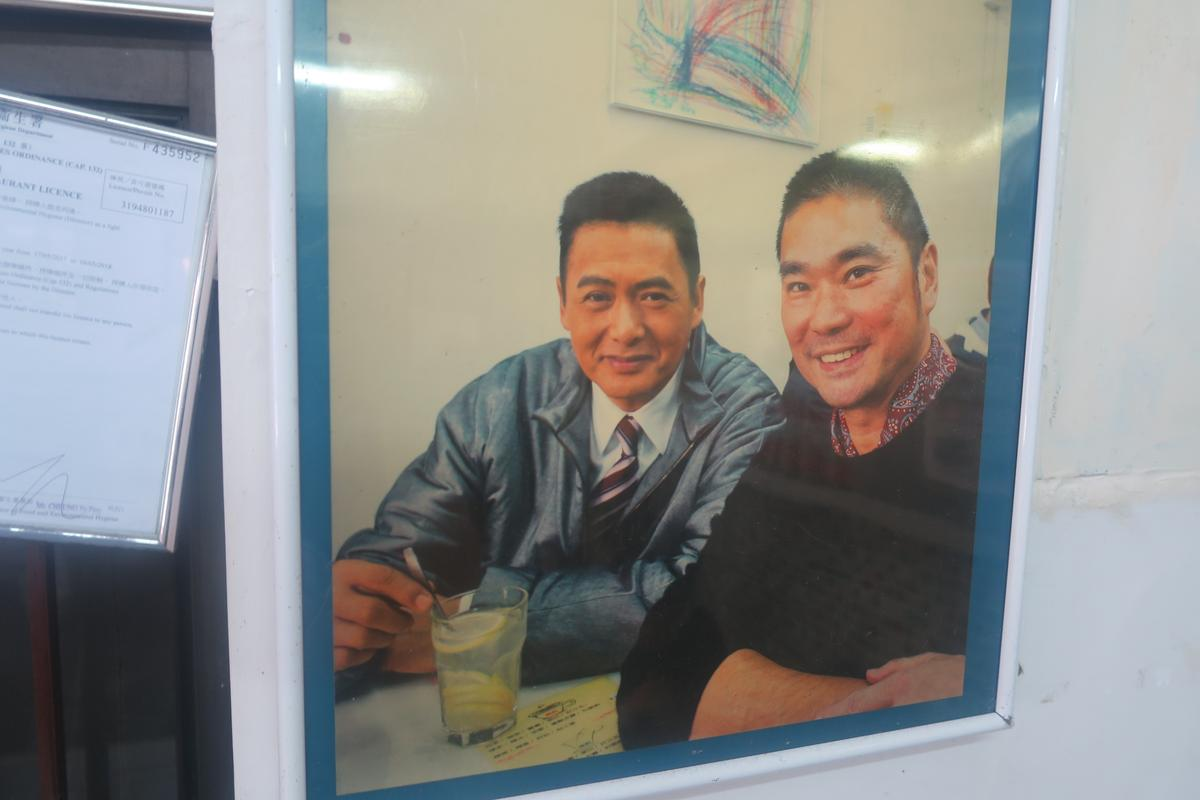 周潤發(左)與鄧達智(右)都是華嫂的老客人。
