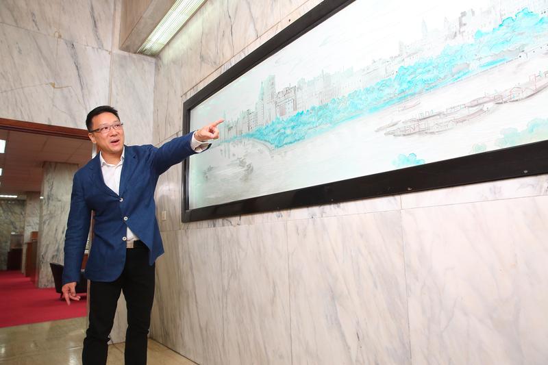 嘉泥創辦人張敏鈺在上海開紡織廠起家,董事長張剛綸(圖)表示,當年祖父看到的上海景色,被製成畫像掛在嘉新大樓裡。