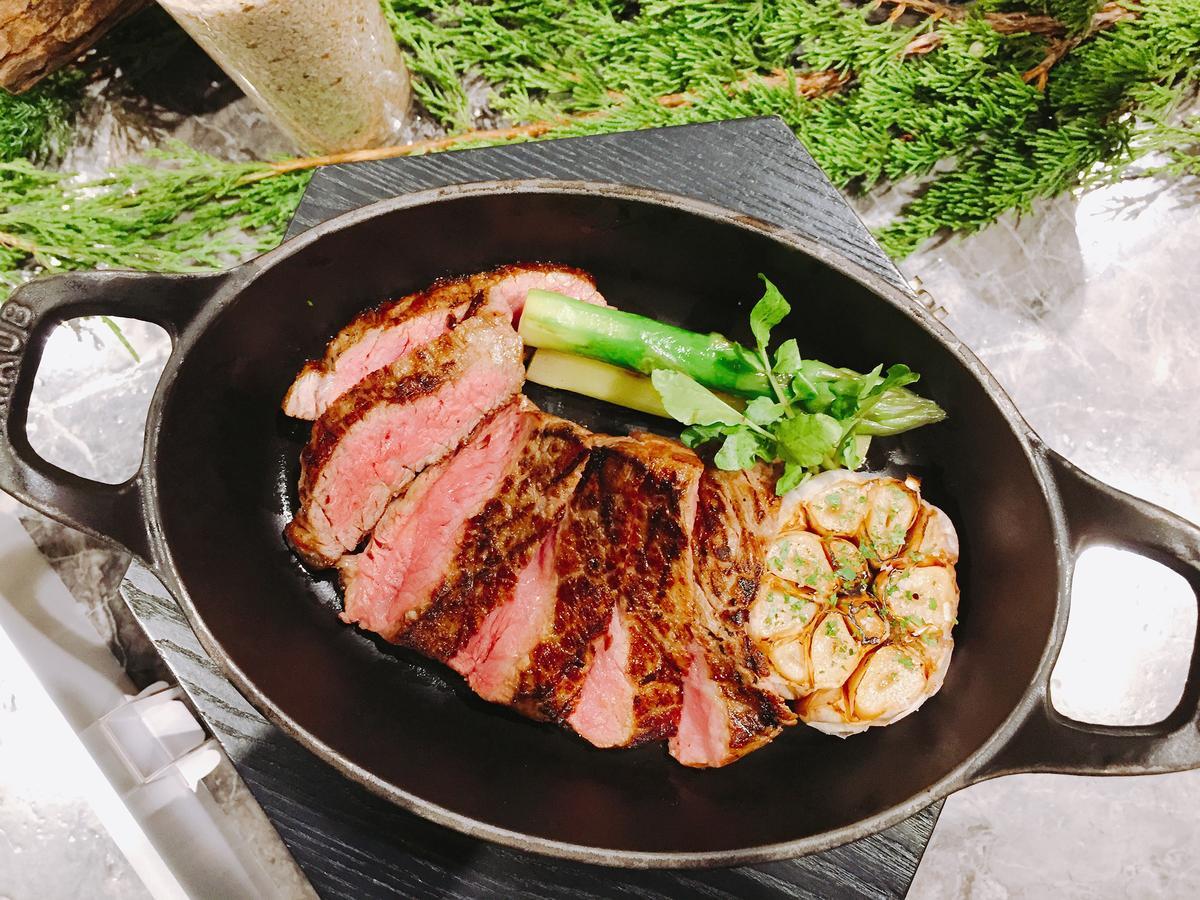同樣第一次參加的還有牛排教父鄧有癸旗下餐廳「Danny's Steakhouse」,招牌美國頂級肋眼牛排,令人回味無窮。