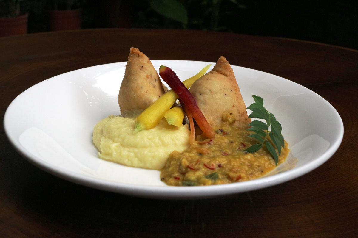 「想想廚房」私房菜「羊肉咖哩餃」,只在活動期間供應。(想想廚房提供)