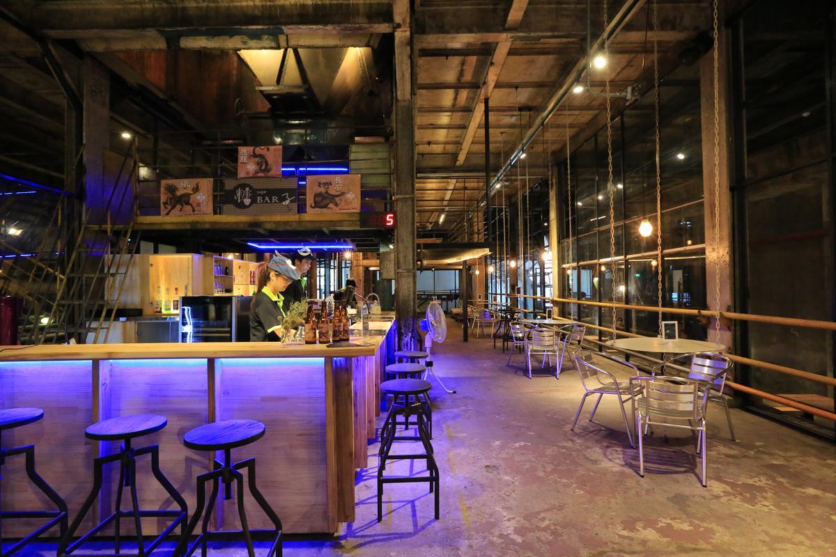 十鼓「糖BAR子」,是渾然天成的工業風酒吧及輕食館。