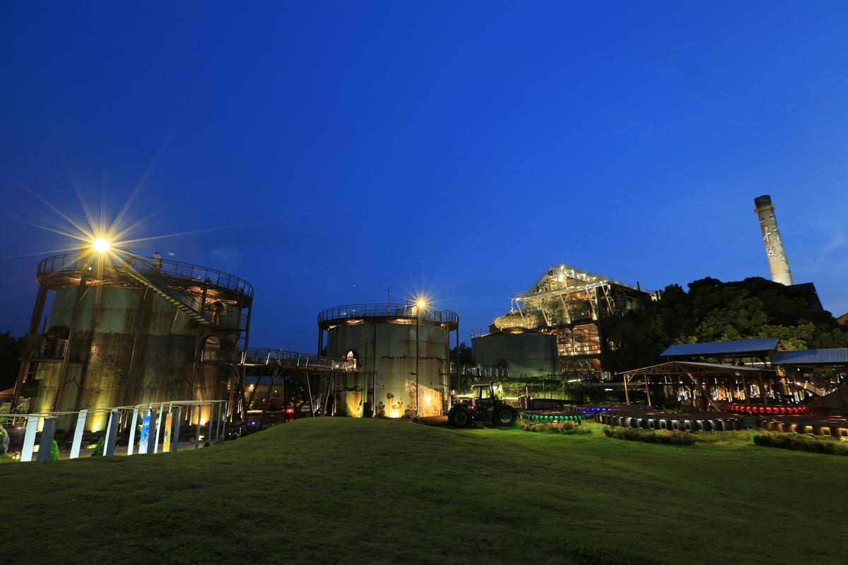 美麗又浪漫的「十鼓仁糖文創園區」夜景。