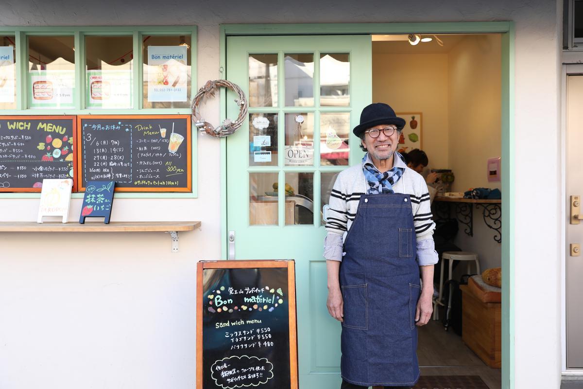 「Bon matériel」水果三明治的主人,是一位打扮時髦的紳士。