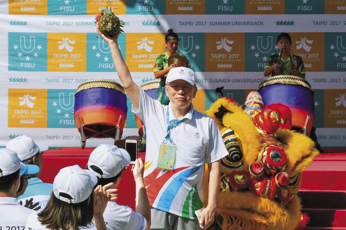 台北市長柯文哲12日赴林口世大運選手村主持開村典禮。