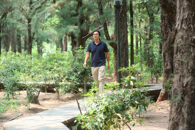 野崎孝男說,大家只看到日本高薪的一面,卻沒發現日本加班工時是無限的。