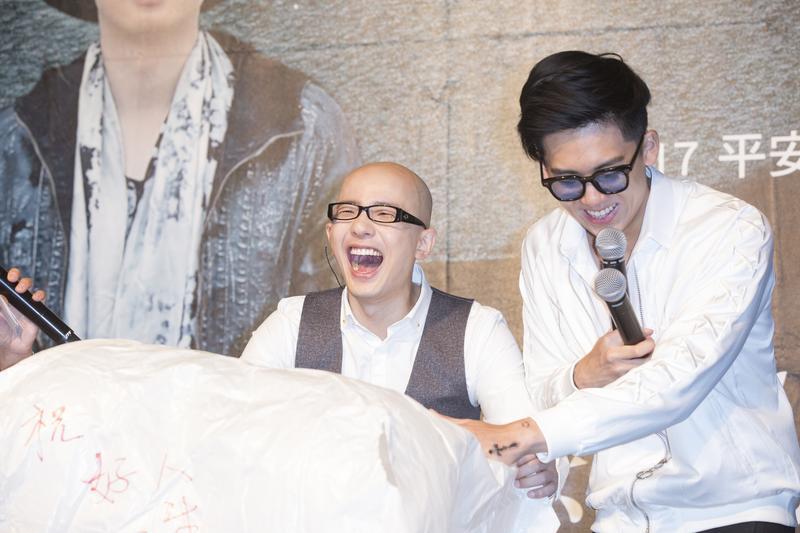 中國歌手平安來台宣傳新專輯,好友寶弟(右)站台力挺。