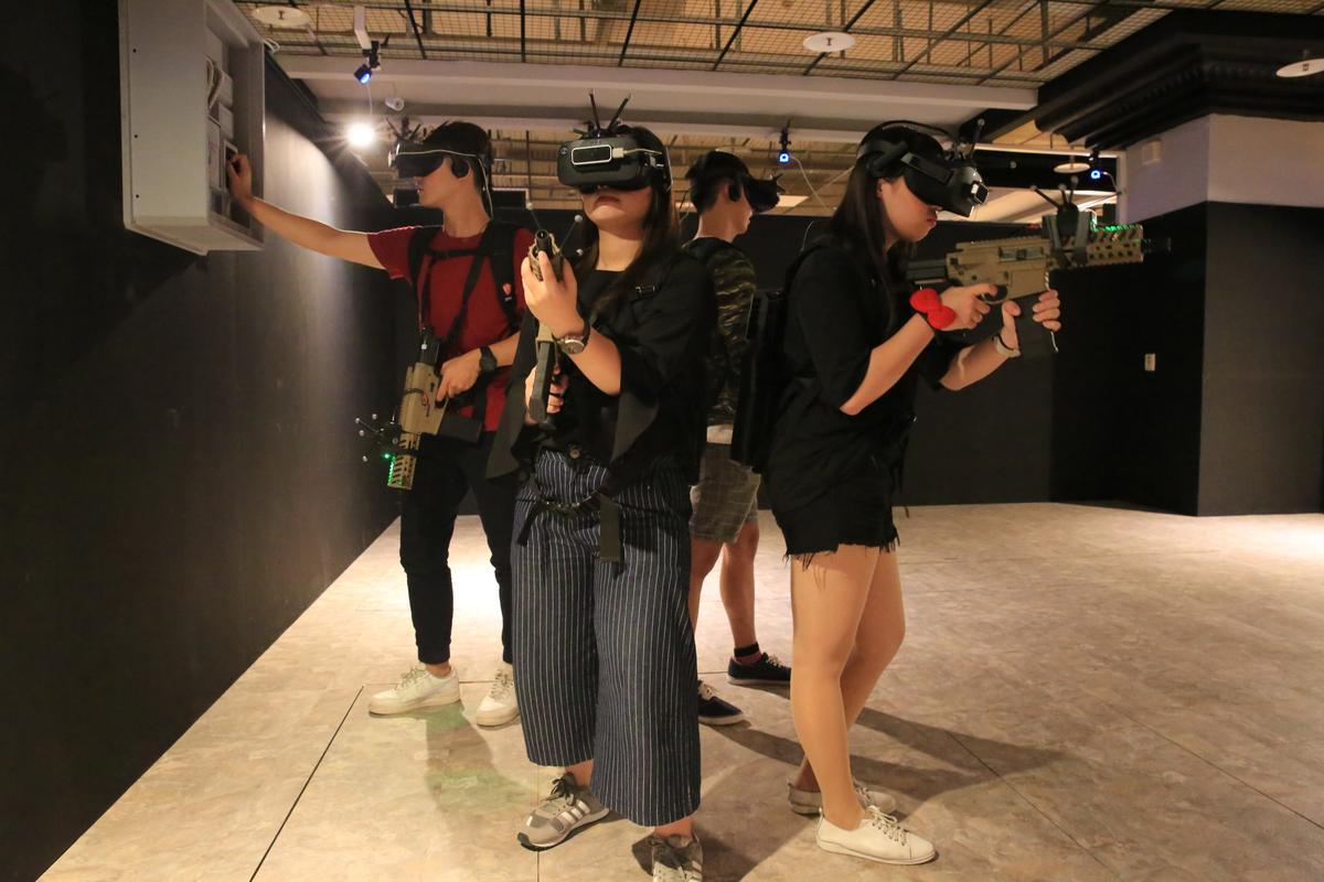 今年7月剛登場的義大遊樂世界「VR STATION」,目前有4款遊戲可體驗。