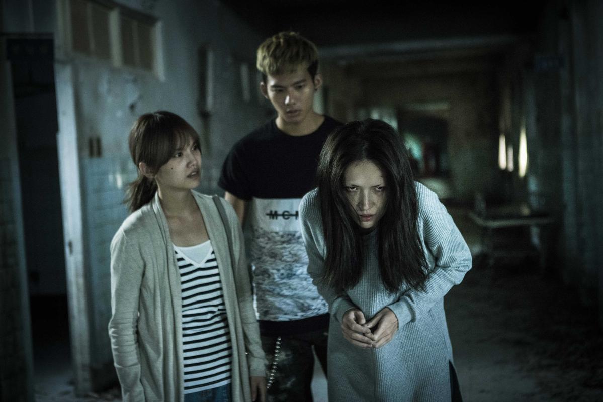 楊丞琳(左)和許瑋甯對戲,但完全看不出彼此真面目。