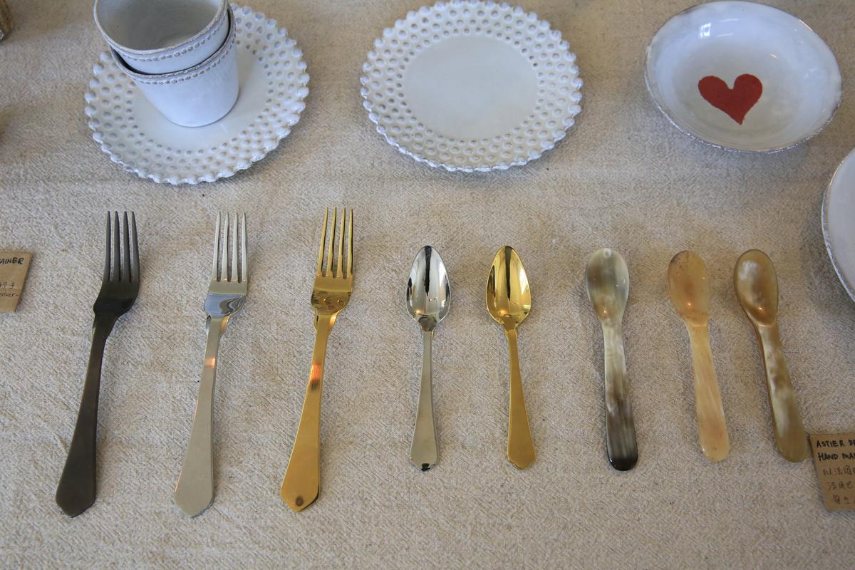 各式有型餐具。