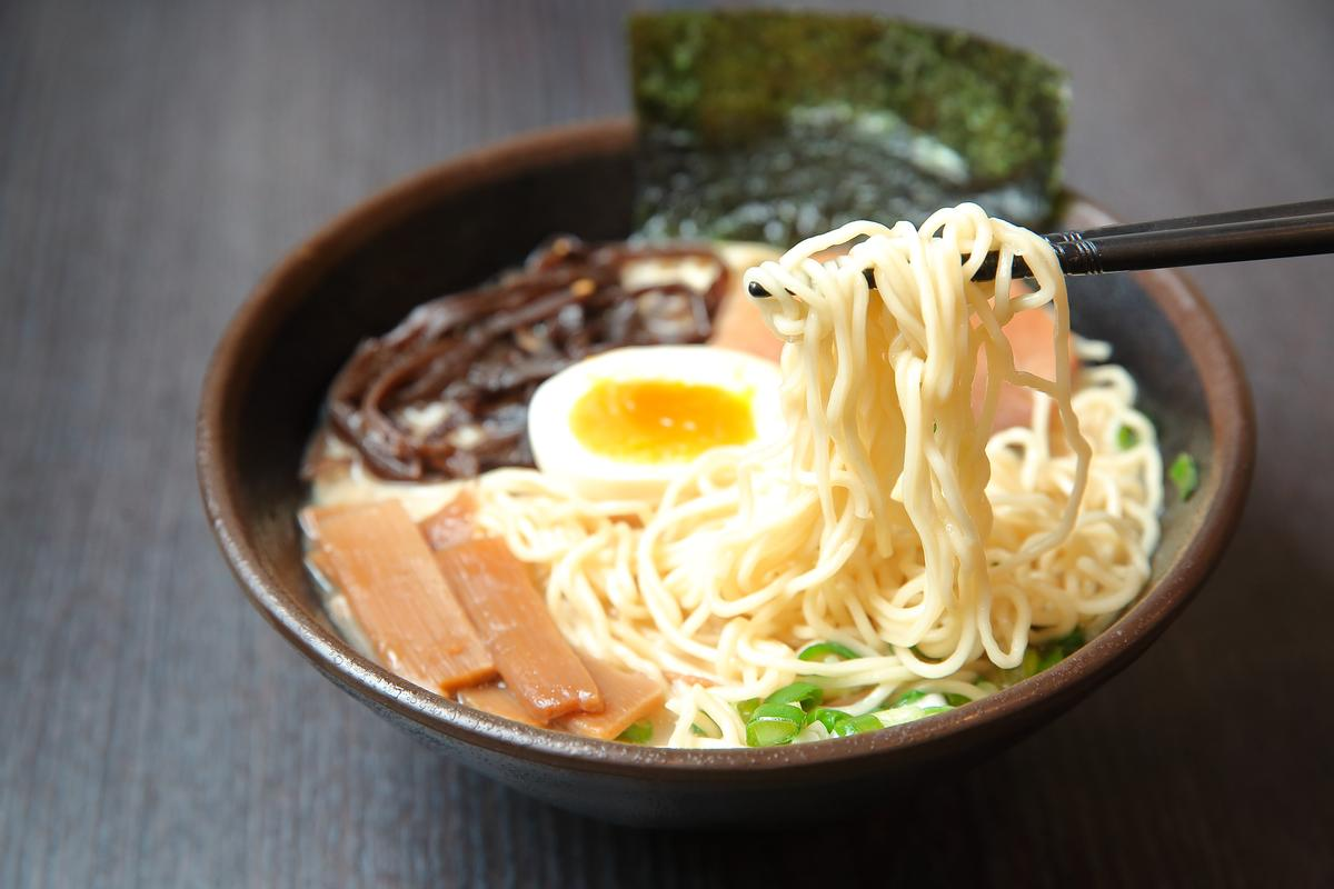 Mr.拉麵的招牌,是一碗打工一小時就吃得起的平價日式拉麵。(110元/碗)