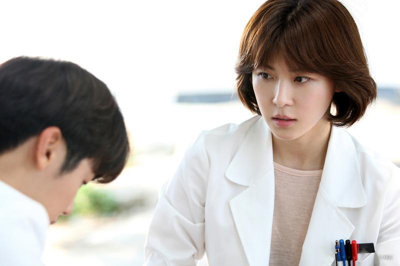 河智苑在醫療劇《醫療船》中,首次飾演外科醫生。